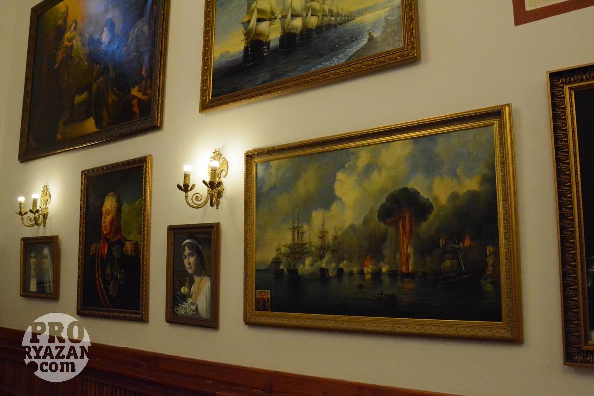 Картинная галерея в трапезной