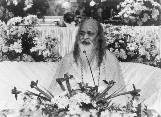 """Махариши Махеш Йоги - основатель псевдоиндуистской тоталитарной секты """"Трансцендентальная медитация"""". Фото: http://images.teamsugar.com/files/upl0/1/13839/06_2008/79575908.preview.jpg"""