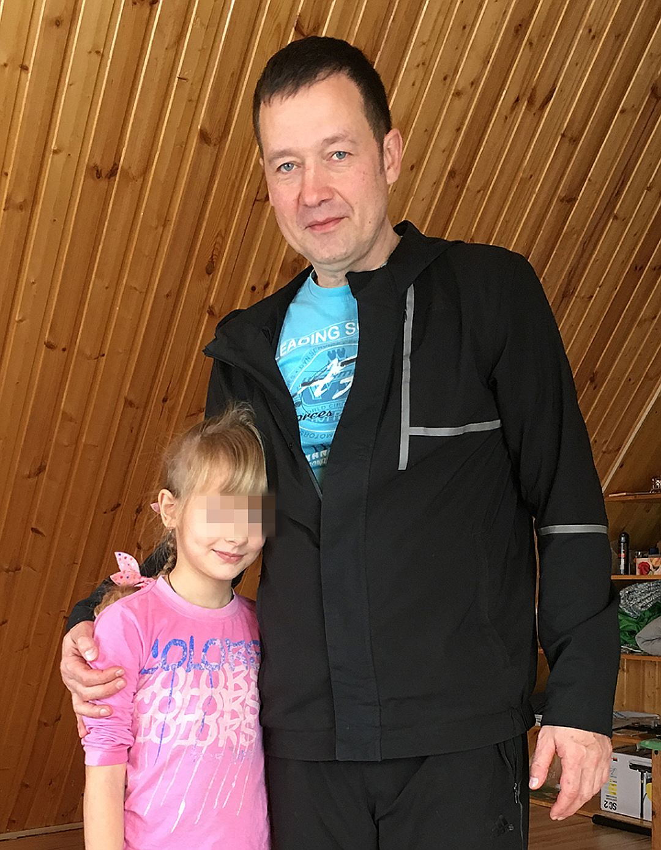 Пока старшая дочь Ярослава и Оксаны живет с отцом, но по суду девочка должна находиться с матерью