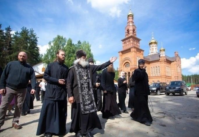 Выставит детей щитом: эксперты оценили ситуацию в захваченном Сергием монастыре