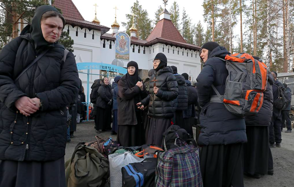 Жителей Среднеуральского монастыря начали выселять по решению суда